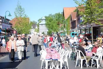 Ortschaft Visselhövede: Innenstadt mit Menschenmasse©Stadt Visselhövede